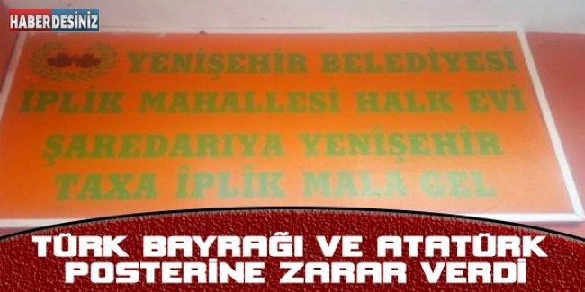Türk bayrağı ve Atatürk posterine zarar verdi