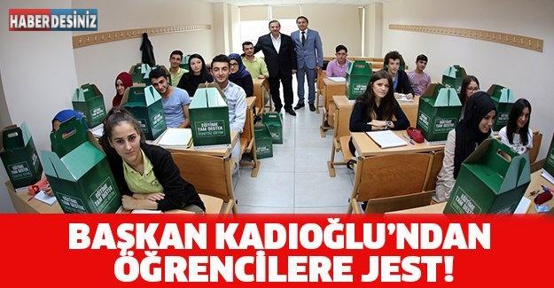 BAŞKAN KADIOĞLU'NDAN ÖĞRENCİLERE JEST!