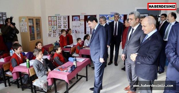 Vali Şahin, Akgün ve Kara tarafından yaptırılan okulu gezdi