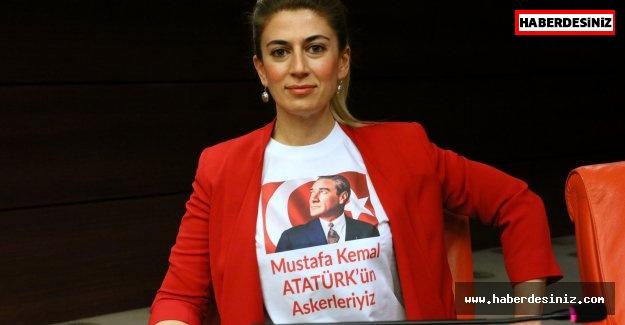"""""""MUSTAFA KEMAL ATATÜRK'ÜN ASKERLEYİZ"""" T-SHİRT'ÜYLE TBMM'DE PROTESTO"""