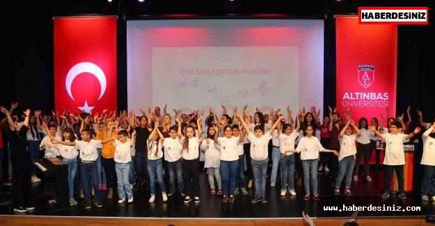 Bağcılarlı çocuklar Fransızca ve İngilizce şarkılarla konser verdi