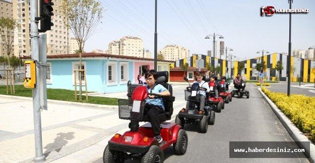 Çocuklar trafik kurallarını öğreniyor