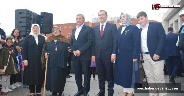 Zeytinburnu Belediyesi Devir Teslim Töreninde Duygu Dolu Anlar