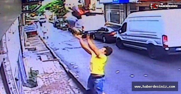 İstanbul'da ikinci kattan düşen bebeği havada yakaladı
