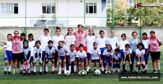 Kadın Futbolunun Yıldızlarını Bağcılar Yetiştiriyor