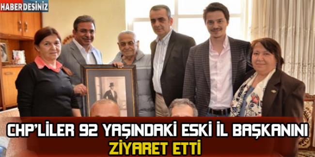 CHP'liler, 92 yaşındaki eski il başkanlarını ziyaret etti