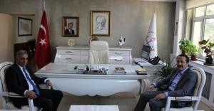 Memur-Sen Genel Başkanı Ali Yalçın,  Gönen'i Makamında Ziyaret Etti.
