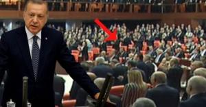 Cumhurbaşkanı Erdoğan'ın TBMM'ye girdiği sırada CHP grubu ayağa kalkmadı