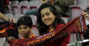 Galatasaraylı taraftarlar, TT Stadı'nı hınca hınç doldurdu!