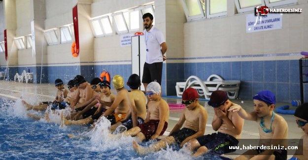 Bağcılar'da çocuklar için havuz zamanı