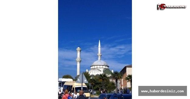 Avcılar'da depremden dolayı cami minaresi yıkıldı