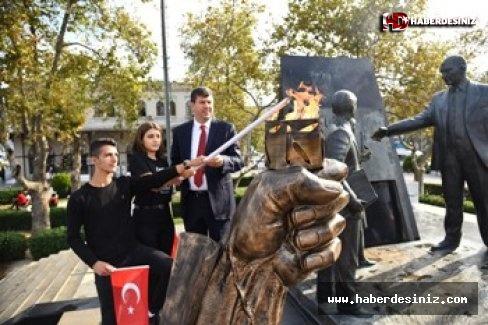 Kadıköy'de 29 Ekim Meşalesi Gençlerle Birlikte Yakıldı