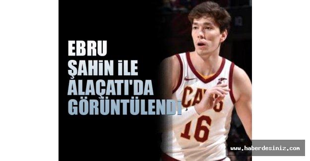 Milli basketbolcu Cedi Osman ile oyuncu Ebru Şahin Alaçatı'da görüntülendi