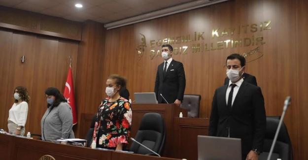 İzmir Depreminde hayatını kaybedenler Kartal'da anıldı