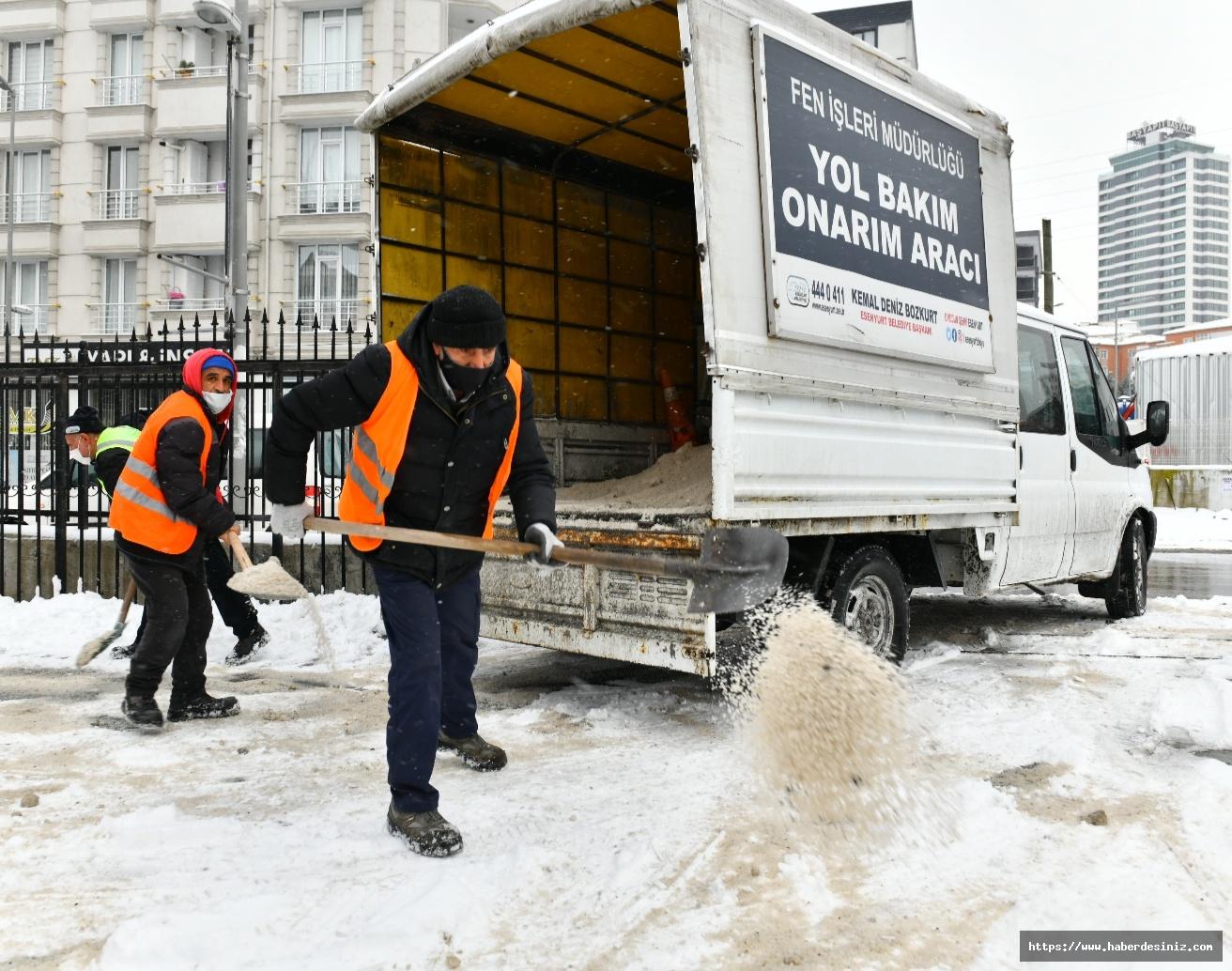 Esenyurt'ta kamu kurumlarının çevresi sürekli temizleniyor