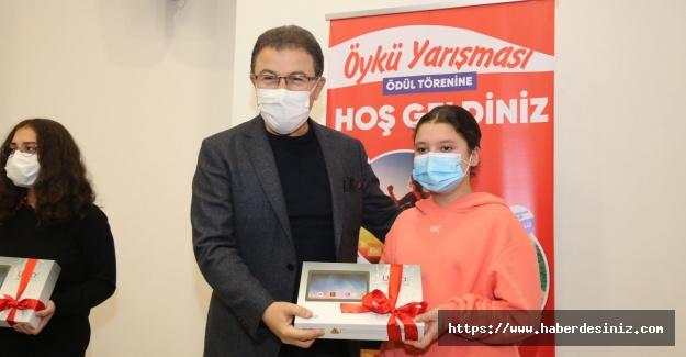 Eyüpsultan'da düzenlenen öykü yarışmasında ödüller sahiplerini buldu