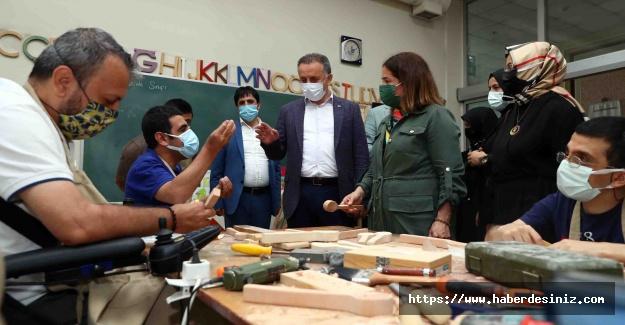AK Parti İl Başkan Yardımcısı Madak Bağcılar'da Engelliler Sarayı'nı ziyaret etti
