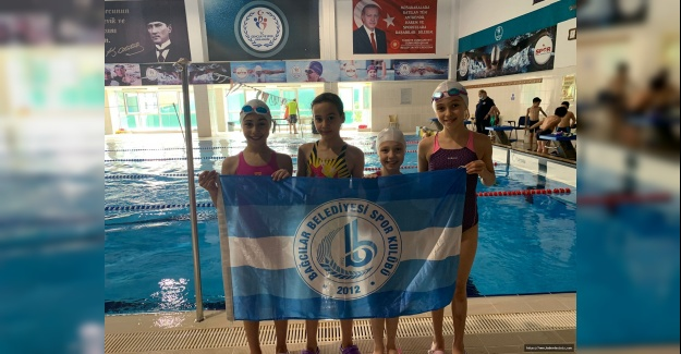 Bağcılarlı minik yüzücülerden 20 madalya