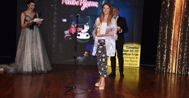 Pijamayla ödül aldı