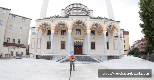 Sultangazi'deki camiler gülsuyu ile yıkandı