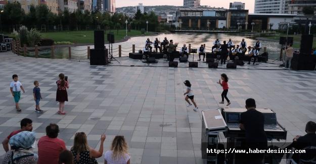 Cumhuriyet Parkı'nda müzik şöleni