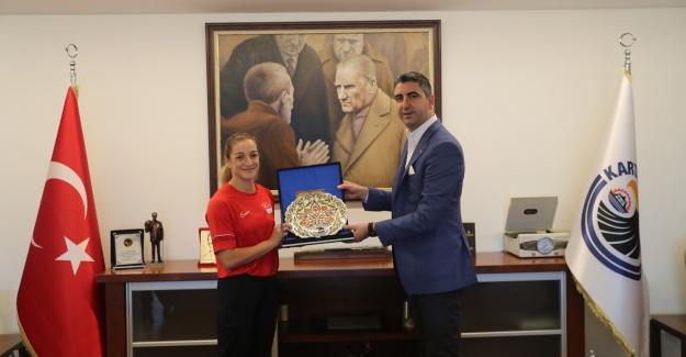 Buse Naz Çakıroğlu'ndan Başkan Yüksel'e ziyaret