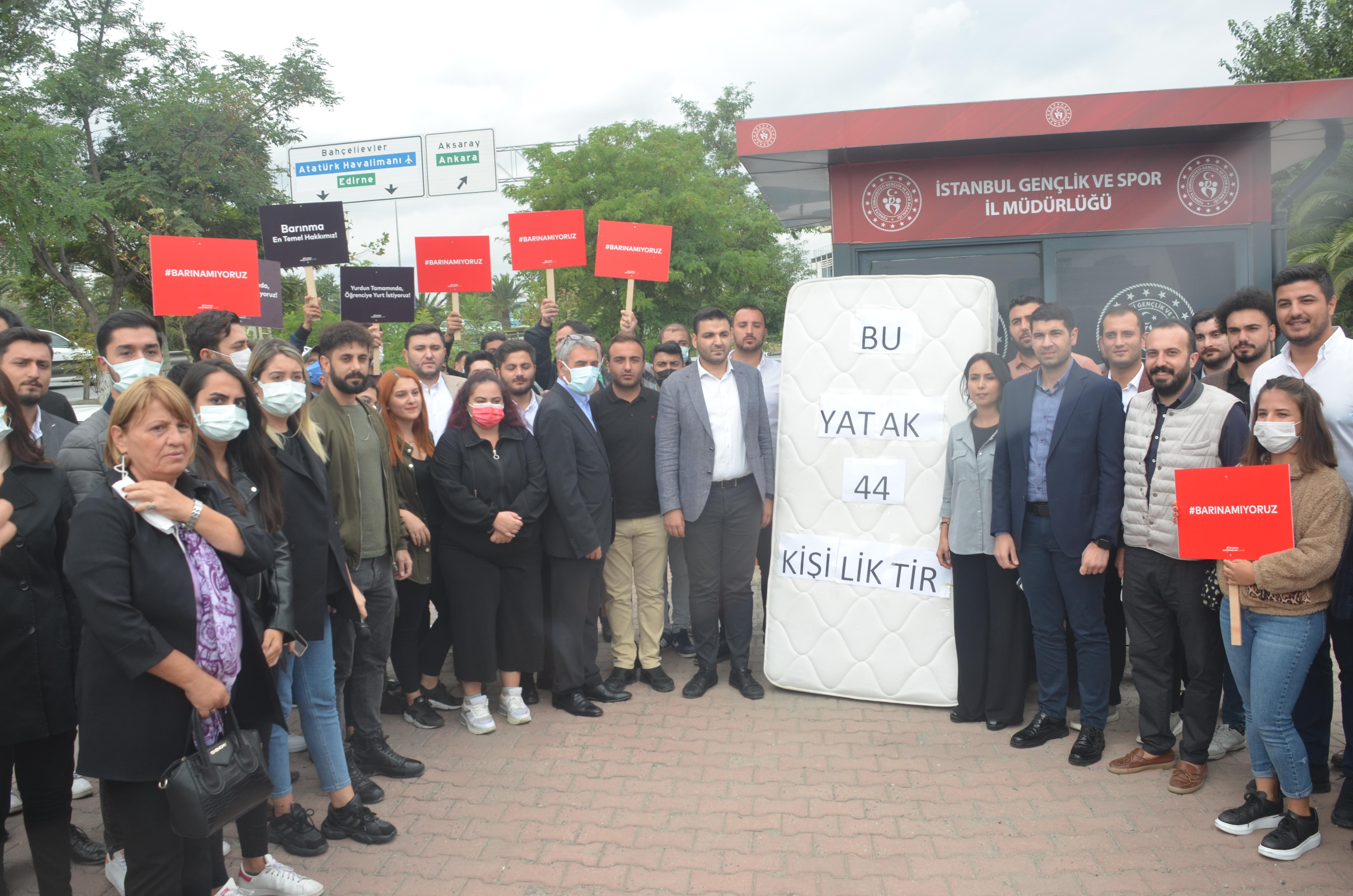 CHP'li gençler: 44 kişiye 1 yatak