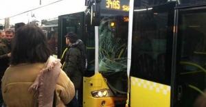 iki metrobüs birbirine girdi!