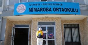 Büyükçekmece'de okulların dezenfekte edilmesi sürüyor
