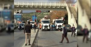 Pendik Belediyesi'nin kestiği yolu polis açtı