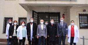 Başkan AYDINER' den sağlık çalışanlarına moral ziyareti