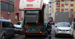 Kartal'da, Çöp Konteynerleri Yıkanıp...