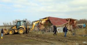 İçme suyu havzasında yapılan kaçak yapılar yıkıldı