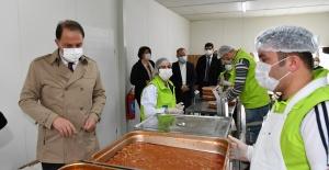 Ramazan boyunca günlük 3 bin 100 kişiye sıcak yemek yardımı