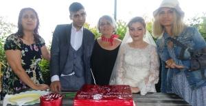 CHP'li kadınlar genç çiftin düğün hayalini gerçekleştirdi