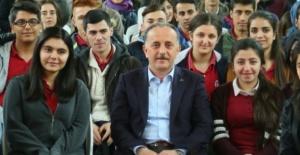 Bağcılar'da üniversite öğrencilerine eğitim yardımı