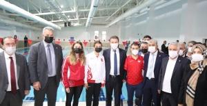 Eyüpsultan'ın ikinci havuzu şampiyonlar eşliğinde açıldı