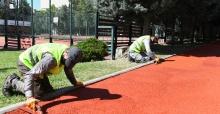 Parklardaki yürüyüş yolları ve spor sahaları yenileniyor